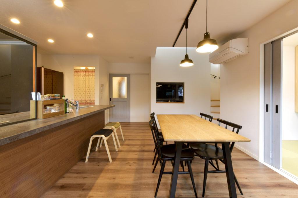 オープンで開放的なカウンターキッチンは一体感アップ